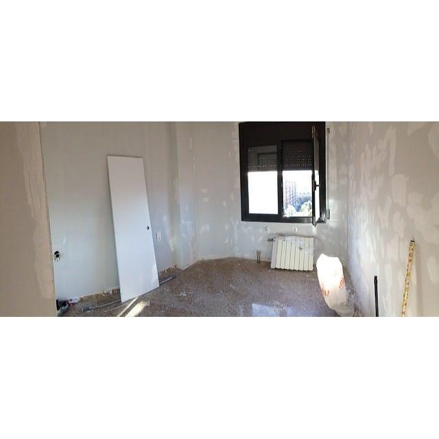 Making of del dormitorio principal #proyectolescorts! Primera capa de pintura y listos para la colocación de los nuevos radiadores y el parquet de roble!
