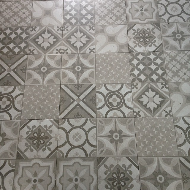 Ooohhhhh!!!!!  Pavimento colocado! #proyectolescorts #cocina #floor #kitchen #interiordesign #interiorismo