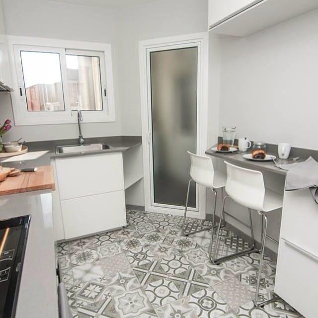 Barra en la cocina del #proyectolescorts por @iloftyou