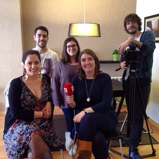 Os presento al fantástico equipo del rodaje de hoy! @iloftyou para #BTv :) @bibsamat  @verasalvat #proyectovallcarca para #connexiobarcelona. Emisión el martes 25 de marzo!