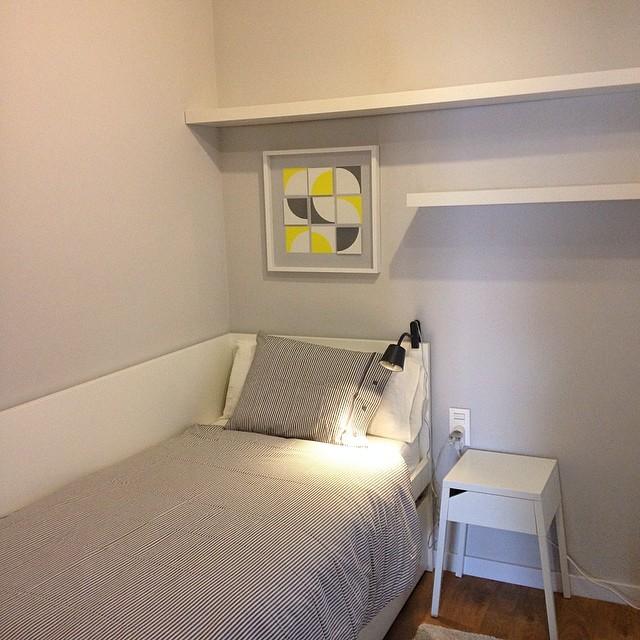 Un pequeño rincón del #proyectolescorts por @iloftyou ️ #ikea #ikeaddict #ikealover #interiorismo #interiordesign #bedroom #dormitorio #lack #flaxa #nyponros