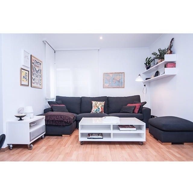 Confortable salón del #proyectobonanova por @iloftyou.#ikea #interiorismo #interiordesign  @lookerphotography @undiaenelparque