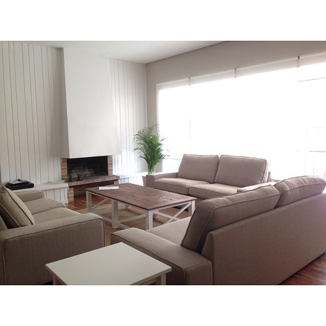 ¡Pero qué bonita ha quedado la primera parte del #proyectosantaamelia! Hoy salón, comedor y dormitorio principal. La semana que viene terminamos con el resto :) #ikea #interiorismo #interiordesign #lowcost #livingroom #kivik @iloftyou