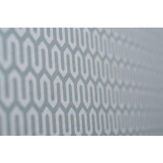 Hoy os muestro los maravillosos papeles de pared que utilizamos en el #proyectobonanova por @iloftyou. En #geometría #turquesa para la escalera de caracol... #papelesAribau #barcelona #wallpaper #papelpared @trestintasbcn @lookerphotography #interiorismo #interiordesign #lowcost