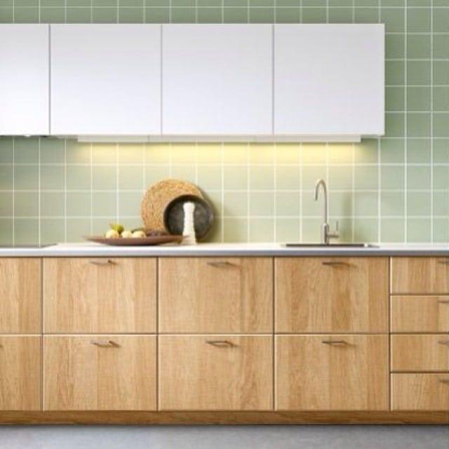 Nos encanta el acabado #Hyttan en madera para las cocinas #ikea. En breve lo veréis colocado en la preciosa #cocinalagarriga