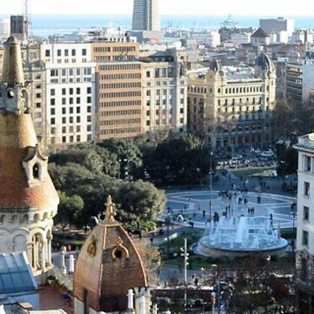 Hoy nos hemos enamorado de un precioso ático en Plaça Catalunya. El encargo: amueblarlo para alquilar. ¡Cruzamos los dedos!