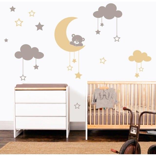 Y una vez finalizado el montaje del #proyectoplaton nos hemos escapado al #proyectobonanova para colocar este #vinilo tan mono en el dormitorio infantil de Clara  @#myvinilo