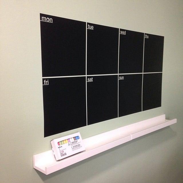 Detalle del vinilo-pizarra que colocamos en la cocina del despacho coworking #proyectoplaton