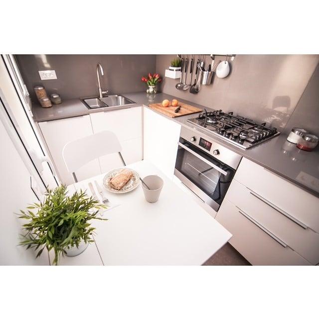 Otra bonita instantánea de la #cocinasantguillem tomada por @lookerphotography para @iloftyou #ikea #lowcost #interiorismo #interiordesign #cocina #kitchen