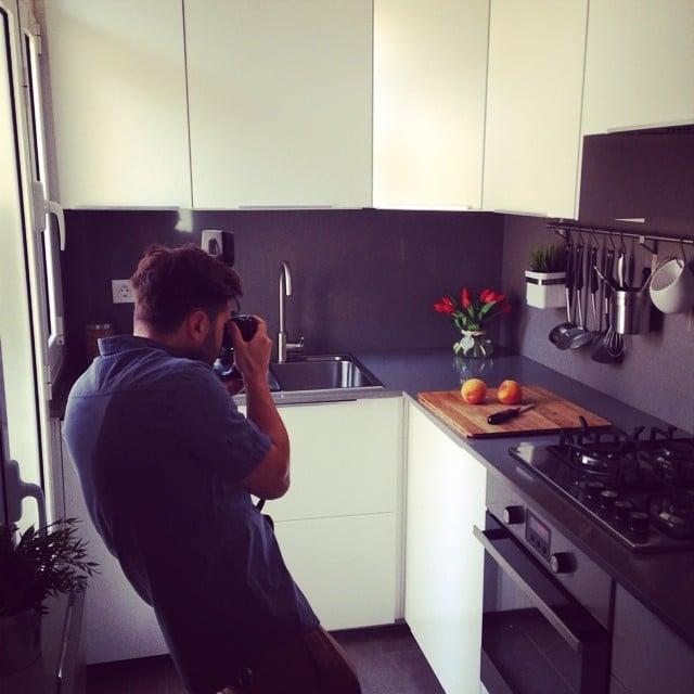 ¡Profesional en acción! #makingof sesión de fotos de la #cocinasantguillem #ikea #lowcost #interiorismo #interiordesign #kitchen #cocina @lookerphotography