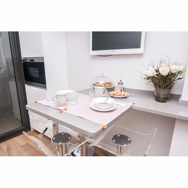 Desayuno para dos en la práctica #cocinasantcugat por @iloftyou #ikea #ikeakitchen #ikeaddict #ikealover #lowcost #interiordesign #interiorismo #silestone #grisexpo