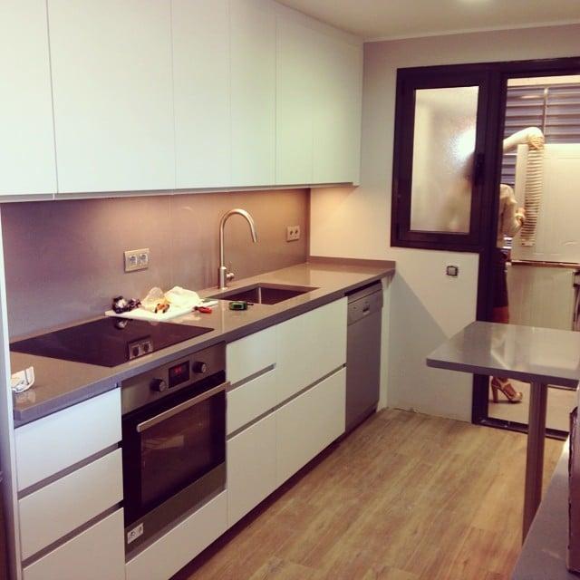 ¡La #cocinasantcugat ya casi está lista! Mañana entregamos el proyecto terminado #ikeakitchen #ikea #lowcost #interiordesign #interiorismo #silestone #grisexpo