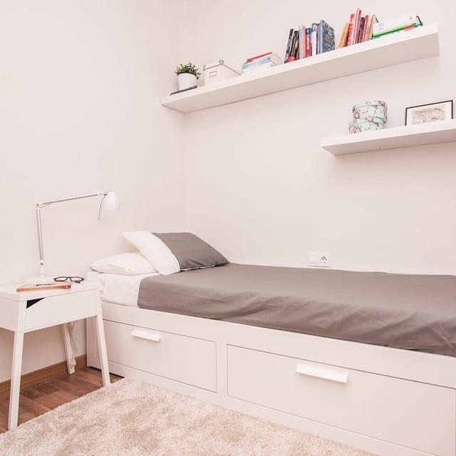 Dormitorio de invitados del #proyectosantalo #ikea #lowcost #interiorismo #interiordesign #newproject #bedroom #dormitorio #lack #ikealover #ikeaddict @lookerphotography