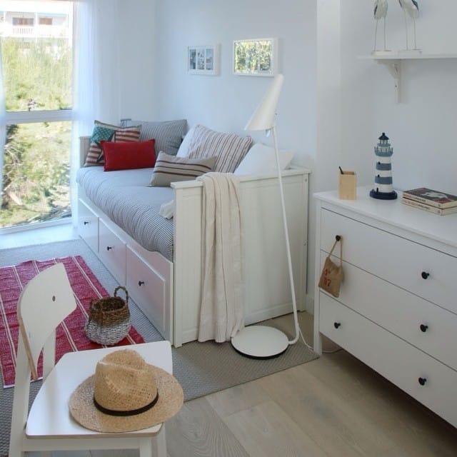 Dormitorio de invitados del #proyectositges por @iloftyou. Foto para el reportaje de la revista Casa Diez (num. Agosto)#ikea #sitges #interiordesign #interiorismo #lowcost