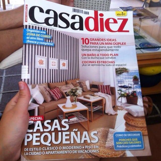 ¡Nos van llegando fotografias de nuestros seguidores con la revista Casa Diez (Agosto) en la que aparecemos en portada y en un artículo interior! #revista #casadiez #portada #proyectositges #agosto #2014 @iloftyou @julialleo