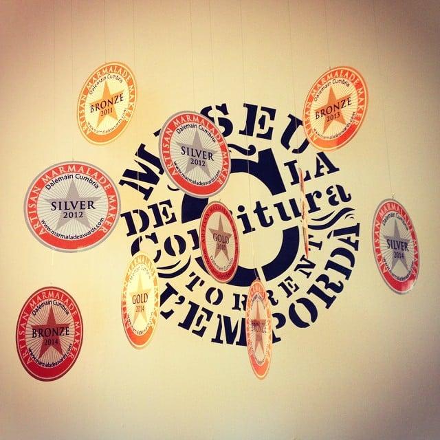 Hoy hemos vuelto a visitar el Museu de la Confitura de Torrent, para reponer nuestro stock de mermeladas caseras! Mmm! Aquí podéis ver los diferentes premios que han ganado  #emporda #torrent #mermeladas #caseras #originales
