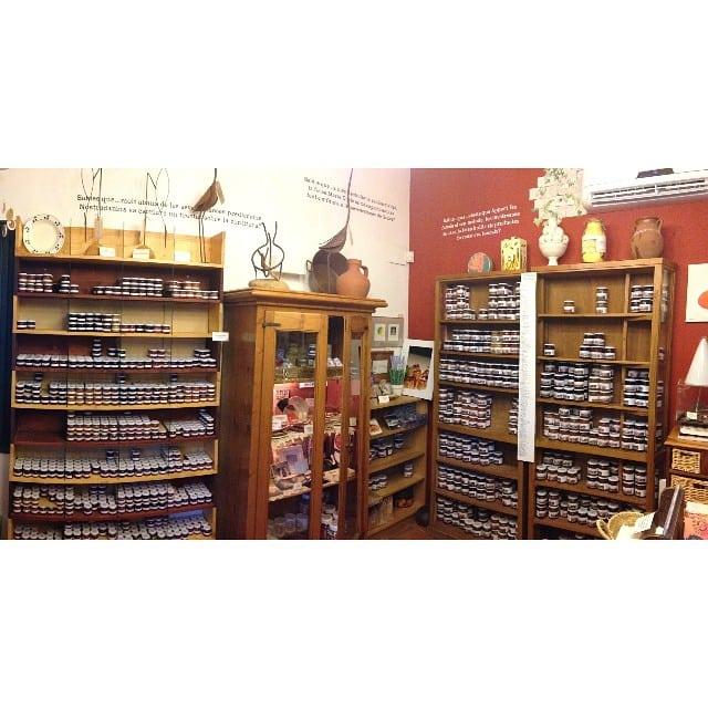 Hoy hemos vuelto a visitar el Museu de la Confitura de Torrent, para reponer nuestro stock de mermeladas caseras! Mmm! Aquí podéis ver una muestra de sus productos, cientos de referencias!  #emporda #torrent #mermeladas #caseras #originales