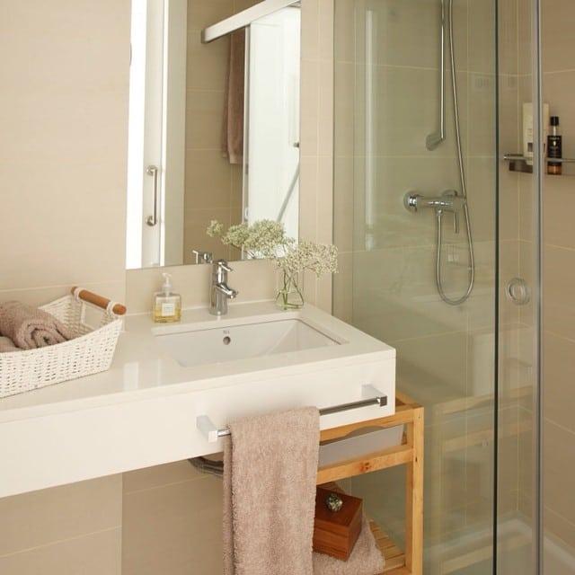 Bonito cuarto de baño del #proyectositges por @iloftyou. Foto para el núm. Agosto de la revista Casa Diez#ikea #interiordesign #interiorismo  #lowcost #muji #zarahome #sitges #casadiez