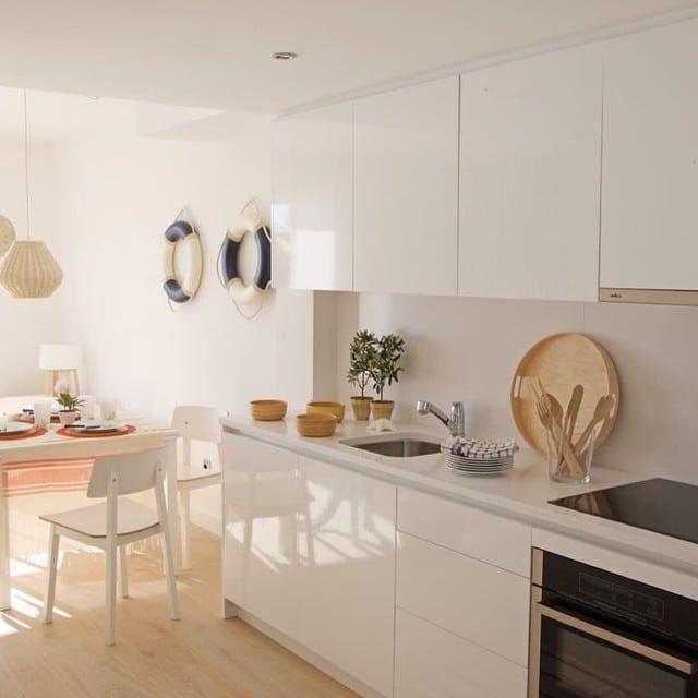 Cocina abierta del #proyectositges. Foto para el reportaje de la revista Casa Diez.#ikea #interiordesign #interiorismo #lowcost #sitges @iloftyou