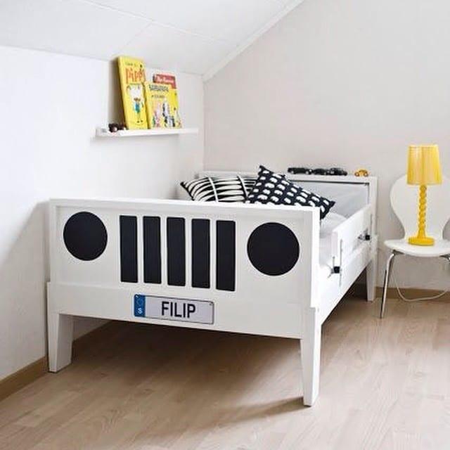¡Con un poquito de pintura negra podemos transformar una cama infantil de #ikea en un divertido coche!