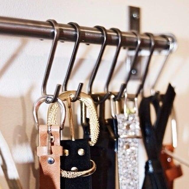 Utiliza un raíl de cocina #grundtal de #ikea para ordenar tus cinturones