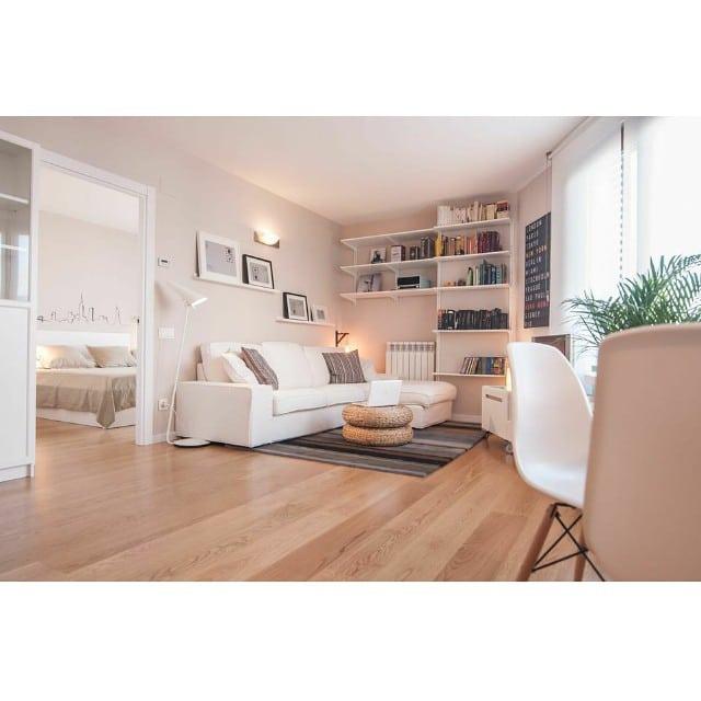 ¡Buenos días! Desde el salón del #proyectoRocBoronat #ikea #ikeaddict #lowcost #interiordesign #interiorismo #barcelona #livingroom #kivik #algot #klaviatur