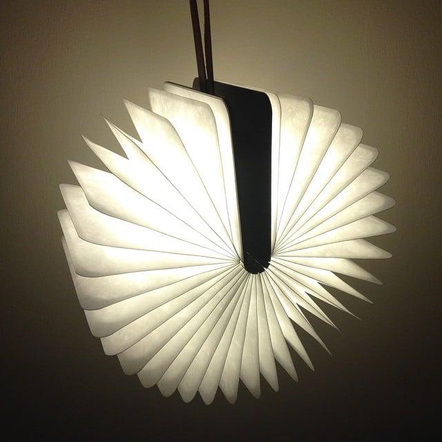 Acabamos de recibir la lámpara-libro de #lumio!! Qué ilusión!!
