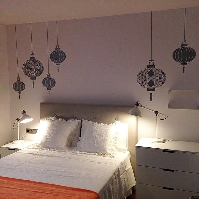 Dormitorio principal del #proyectoViaAugusta #interiorismo #ikea #lowcost @myvinilo #chineselanterns